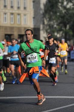 Naarder Mohamed Azarfane loopt ultramarathon voor Stichting Hartekind, 'Marathon Mo behaalt altijd zijn doel'
