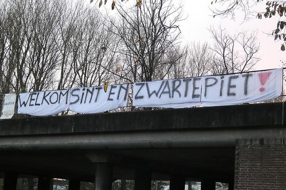 De Pietenprotesten in de gemeente Velsen 'gaan te ver', vindt burgemeester Frank Dales inmiddels.