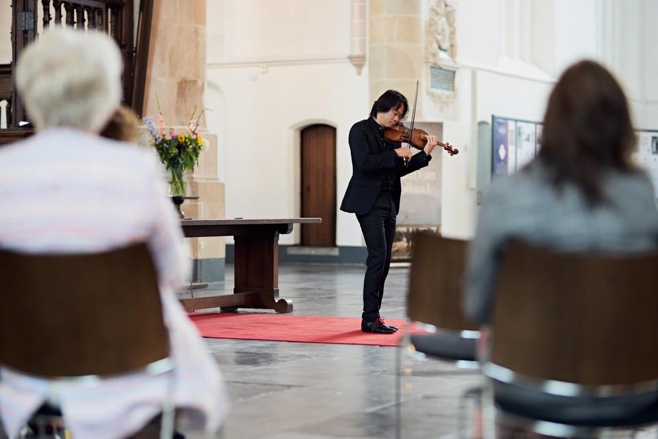 violist Shunske Sato.