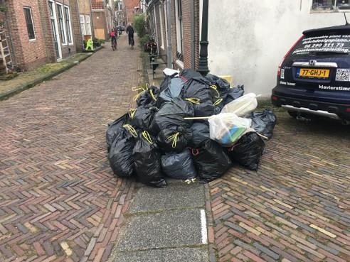 Plan nieuwe manier afvalinzameling in Monnickendam valt slecht: 'Moet ik straks 400 meter lopen met m'n vuilniszak?'