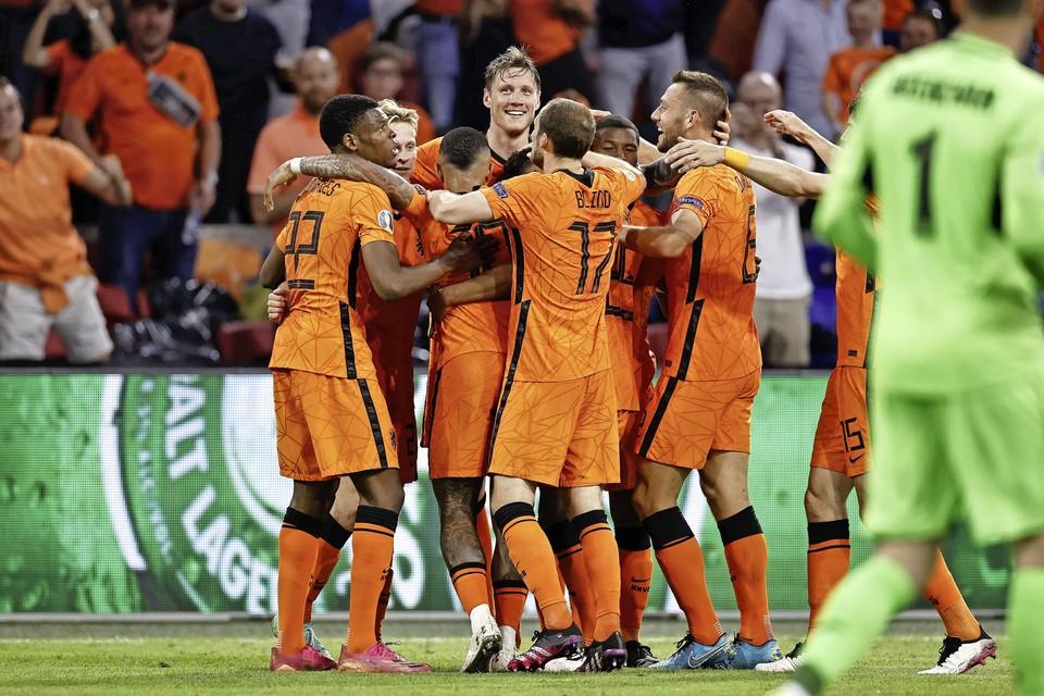 Oranje viert de 3-2.