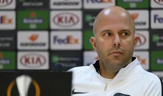 Trainer Arne Slot vindt dat AZ 'een reële kans heeft door te gaan' in Europa en verwacht een ijzersterk Napoli in Alkmaar: 'Dat is fantastisch'