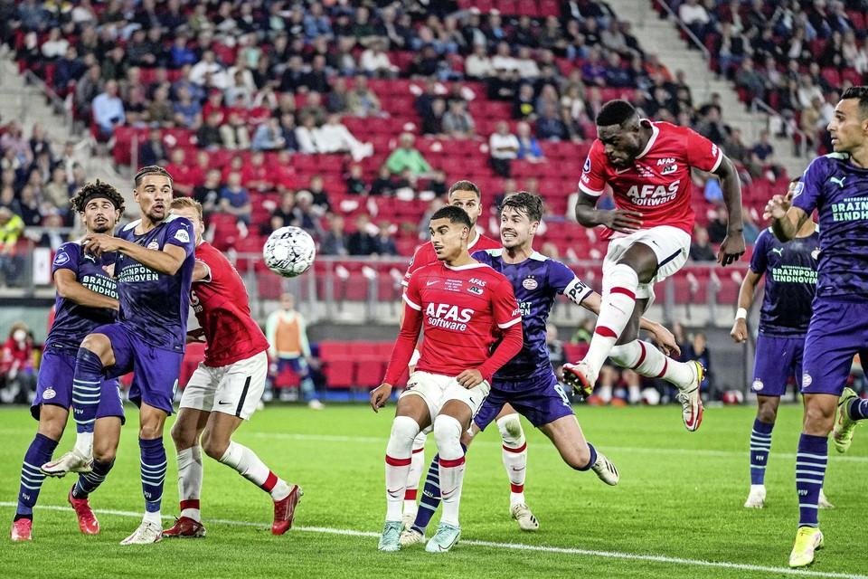 AZ probeert het wel, maar kan niet scoren tegen PSV.