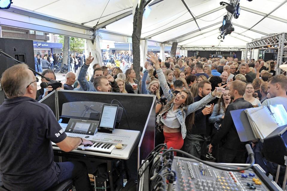 Feest in de tent bij Van Ruysdael in Heemskerk in 2019.