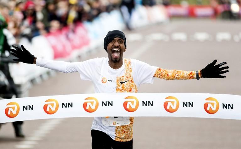 Abdi en Gemechu winnen Egmond Halve Marathon [video]