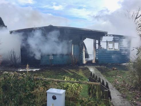 Opnieuw vakantiehuis in Venhuizen door brand verwoest